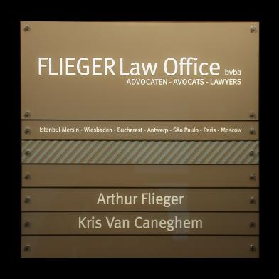 Modulair naambord Flieger Law Office