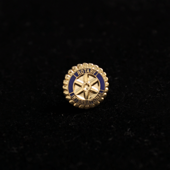 Rotary pin's sur aimant
